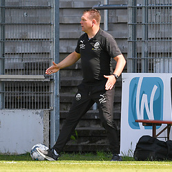 Sandhausens Trainer Uwe Koschinat  beim Spiel in der 2. Bundesliga, SV Sandhausen - Dynamo Dresden.<br /> <br /> Foto © PIX-Sportfotos *** Foto ist honorarpflichtig! *** Auf Anfrage in hoeherer Qualitaet/Aufloesung. Belegexemplar erbeten. Veroeffentlichung ausschliesslich fuer journalistisch-publizistische Zwecke. For editorial use only. For editorial use only. DFL regulations prohibit any use of photographs as image sequences and/or quasi-video.