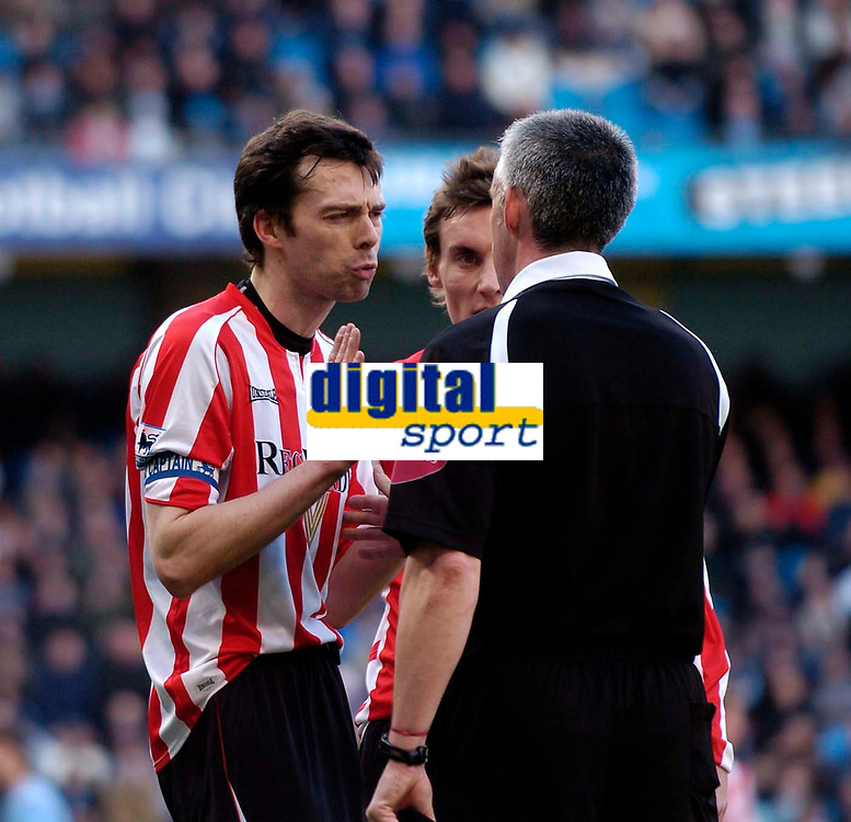 Photo: Jed Wee.<br /> Manchester City v Sunderland. The Barclays Premiership. 05/03/2006.<br /> <br /> Sunderland's Gary Breen (L) and Dean Whitehead plead their case to referee Chris Foy.