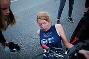 Aniek Rooderkerken heeft op de laatste racedag het Nederlands record snelfietsen voor vrouwen verbroken. Ze haalde een snelheid van 121,52 kilometer per uur, net te kort voor het wereldrecord. Het Human Power Team Delft en Amsterdam, dat bestaat uit studenten van de TU Delft en de VU Amsterdam, is in Amerika om tijdens de World Human Powered Speed Challenge in Nevada een poging te doen het wereldrecord snelfietsen voor vrouwen te verbreken met de VeloX 7, een gestroomlijnde ligfiets. Het record is met 121,81 km/h sinds 2010 in handen van de Francaise Barbara Buatois. De Canadees Todd Reichert is de snelste man met 144,17 km/h sinds 2016.<br /> <br /> With the VeloX 7, a special recumbent bike, the Human Power Team Delft and Amsterdam, consisting of students of the TU Delft and the VU Amsterdam, wants to set a new woman's world record cycling in September at the World Human Powered Speed Challenge in Nevada. The current speed record is 121,81 km/h, set in 2010 by Barbara Buatois. The fastest man is Todd Reichert with 144,17 km/h.