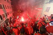 Die SCRJ Lakers feiern mit den Fans auf dem Hauptplatz in Rapperswil nach dem Sieg im siebten Ligaquali Spiel der National League zwischen den SC Rapperswil-Jona Lakers und dem EHC Kloten, am Mittwoch, 25. April 2018, in der Swiss Arena Kloten. (Thomas Oswald)