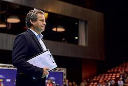 20150620 NED: World League Nederland - Portugal, Groningen<br /> De Nederlandse volleyballers hebben in de World League het vierde duel met Portugal verloren. Na twee uitzeges en de 3-0 winst van vrijdag boog de ploeg van bondscoach Gido Vermeulen zaterdag in Groningen met 3-2 voor de Portugezen: (25-15, 21-25, 23-25, 25-21, 11-15) / Coach Gido Vermeulen