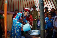 Mongolie, Province Bayankhongor, mariage nomade de Ulambayar et Sangaadamba, tout les deux 21 ans // Mongolia, Bayankhongor province, Nomadic wedding between Ulambayar and Sangaadamba, 21 years old
