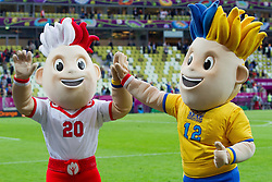 10-06-2012 VOETBAL: UEFA EURO 2012 DAY 3: POLEN OEKRAINE<br /> Slavek and Slavko, official mascots of the UEFA EURO 2012 during group C match between Spain and Italy at The Arena Gdansk<br /> ***NETHERLANDS ONLY***<br /> ©2012-FotoHoogendoorn.nl
