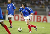 FOOTBALL - CONFEDERATIONS CUP 2003 - GROUP A - 030618 - FRANKRIKE v COLOMBIA - ROBERT PIRES (FRA) - PHOTO JEAN-MARIE HERVIO / DIGITALSPORT