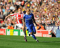 Photo: Tony Oudot/Richard Lane Photography. Stoke City v Chelsea. Barclays Premier League. 27/09/2008. <br /> Alex of Chelsea is chased by Dave Kitson of Stoke City