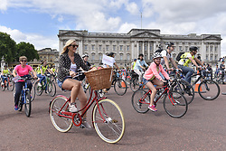 July 29, 2017 - London, UK - London, UK. Members of the public ride by Buckingham Palace during the Prudential RideLondon FreeCycle, around an 8 mile course in the centre of the capital, taking in in iconic landmarks en route.  The event is part of Prudential RideLondon's three day celebration of cycling with over 100,000 people participating over the weekend. (Credit Image: © Stephen Chung/London News Pictures via ZUMA Wire)