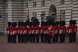 September 4, 2017 - London, United Kingdom - The Royal Guards are pictured at Buckingham Palace, in London on September 4, 2017. The Royal Family has announced that The Duke and Duchess of Cambridge are expecting their third child. The announcement was made as the duchess was forced to cancel an engagement because of extreme morning sickness, or hyperemesis gravidarum. (Credit Image: © Alberto Pezzali/NurPhoto via ZUMA Press)