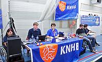 BREDA - Paragames 2011 Breda, de wedstrijdtafel met Mirjam Maagdenberg , zaterdag tijdens  de interland Nederland-Duitsland  bij het 4-landentoernooi Wheelchair Floorball Hockey, het  Nederlands handvoortbewogen rolstoelhockeyteam.  KNHB/ Koen Suyk