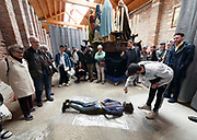 """58th Art Biennale Venice """"May You Live in Interesting Times"""" curated by Ralph Rugoff. Catalunya in Venice, """"To Loose Your Head"""". Performance of Marcel Borràs (with spray), """"She will appropriate in present"""" about statues with interesting stories."""