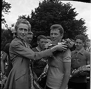 25/06/1961<br /> 06/25/1961<br /> 25 June 1961<br /> Rás Tailteann at Parnell Square, Dublin. Winner Tom Finn is presented with wreath.