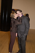 Kay Saatchi and Martin Maloney. Turner Prize. Tate Gallery. 8 December 2002. © Copyright Photograph by Dafydd Jones 66 Stockwell Park Rd. London SW9 0DA Tel 020 7733 0108 www.dafjones.com