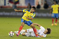 Fotball<br /> USA v Ecuador<br /> 10.10.2014<br /> Foto: imago/Digitalsport<br /> NORWAY ONLY<br /> <br /> The slide tackle from United States Mix Diskerud (8) can not stop Ecuador s Junior Sornoza (17). The Men s National Team of the United States and the Men s National Team of Ecuador played to a 1-1 draw in an international friendly at Rentschler Field in East Hartford, CT. <br /> <br /> Mikkel Mix Diskerud