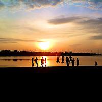 Sunrise at Marina Reservoir just before the start of the 2013 Nike We Run Singapore 10K.<br /> <br /> Story: http://www.redsports.sg/2013/11/04/nike-we-run-sg-10k-2013/