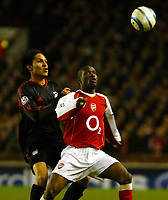 Photo. Chris Ratcliffe, Digitalsport<br /> Arsenal v Bayern Munich. Champions League. 09/03/2005<br /> Lauren of Arsenal tussles with Paolo Guerrero of Bayern Munich