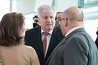 27 FEB 2019, BERLIN/GERMANY:<br /> Katharina Barley (L), SPD, Bundesjustizministerin, Horst Seehofer (M), CSU, Bundesinnenminister, und Peter Altmaier (R), CDU, Bundeswirtschaftsminister, im Gespraech, vor Beginn der Kabinettsitzung, Bundeskanzleramt<br /> IMAGE: 20190227-01-010<br /> KEYWORDS: Kabinett, Sitzung, Gespräch
