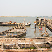CAPTION: Sand miners carry headloads of sand from the Ganges into waiting boats for the building industry. LOCATION: Diara Rasulpur, Saran District, Bihar, India. INDIVIDUAL(S) PHOTOGRAPHED: N/A.