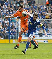 Photo: Steve Bond/Richard Lane Photography. <br />Leicester City v Sheffield Wednesday. Coca-Cola Championship. 26/04/2008. Adam Bolder (L) challanges with Matt Oakley (R)