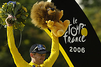 Sykkel<br /> Tour de France 2006<br /> Siste etappe Paris<br /> Foto: Dppi/Digitalsport<br /> NORWAY ONLY<br /> <br /> CYCLING - UCI PRO TOUR - TOUR DE FRANCE 2006 - 23/07/2006 <br />                         <br /> STAGE 20 - ANTHONY > PARIS - FLOYD LANDIS (USA) / PHONAK / WINNER