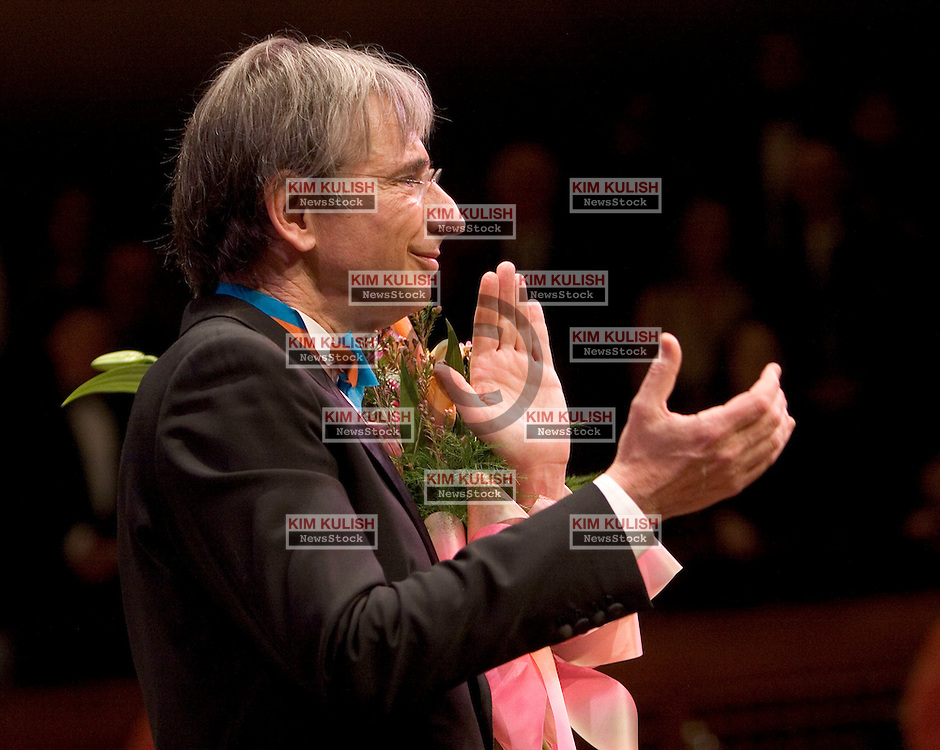 Michael Tilson Thomas,  thanks  the crowd at the conclusion of Happy 60th Birthday Celebrity Salute to San Francisco Symphony Musical Director , Michael Tilson Thomas January 13, 2005  in San Francisco, Calif Photo ©2005  by Kim Kulish