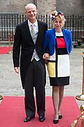Prinsjesdag - Aankomst politici bij de Ridderzaal. Zoals ieder jaar ging Prinsjesdag ook dit keer weer gepaard met hoedjes in allerlei soorten en maten.<br /> <br /> Op de foto / On the photo: <br />  Stef Blok en partner