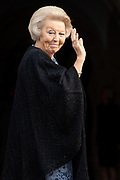 Koning Willem-Alexander reikt in het Koninklijk Paleis de Erasmusprijs uit aan de Amerikaanse componist en dirigent John Adams.<br /> <br /> King Willem-Alexander presents the Erasmus Prize to the American composer and conductor John Adams in the Royal Palace.<br /> <br /> Op de foto / On the photo:  Prinses Beatrix / Princess Beatrix