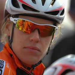 DELFZIJL wielrennen, De eerste etappe van de Energiewachttour 2014 werd verreden rond Delfzijl.Ellen van Dijk