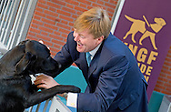 4-11-2015 AMSTELVEEN - Koning Willem Alexander opent woensdagmiddag 4 november 2015 de eerste geleidehondenbeleving bij KNGF Geleidehonden in Amstelveen. De Koning maakt als eerste een virtuele wandeling met een geleidehond. De geleidehondenbeleving is gerealiseerd ter gelegenheid van het 80-jarig bestaan van KNGF Geleidehonden. COPYRIGHT ROBIN  UTRECHT<br /> 4-11-2015 AMSTELVEEN - King Willem Alexander opens Wednesday November 4, 2015 the first guide dog experience at KNGF Guide in Amstelveen. The King is the first to a virtual walk with a guide dog. The guide dog experience was realized on the occasion of the 80th anniversary of KNGF Guide. COPYRIGHT ROBIN UTRECHT