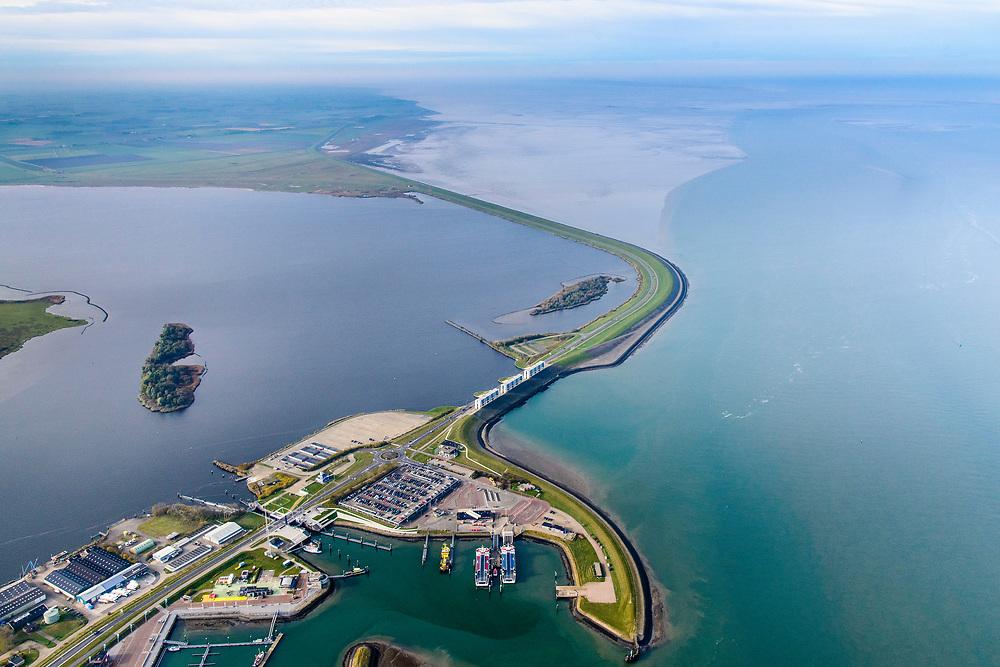 Nederland, Friesland, Groningen, Lauwersoog, 04-11-2018; Haven en Veerhaven voor veerdienst naar Schiermonnikoog. Schutsluis Robbengatsluis tussen Lauwersmeer  en Waddenzee (rechts), afsluitdijk met R.J. Cleveringsluizen, de spuisluizen.<br /> Lauwersmeer and harbour on the border between Groningen and Friesland, Wadden sea and former Lauwers sea.<br /> <br /> luchtfoto (toeslag op standaard tarieven);<br /> aerial photo (additional fee required);<br /> copyright © foto/photo Siebe Swart