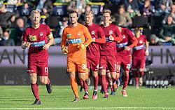 Anfører Emil Søgaard (Skive IK) leder sit hold på banen til kampen i 1. Division mellem FC Helsingør og Skive IK den 18. oktober 2020 på Helsingør Stadion (Foto: Claus Birch).