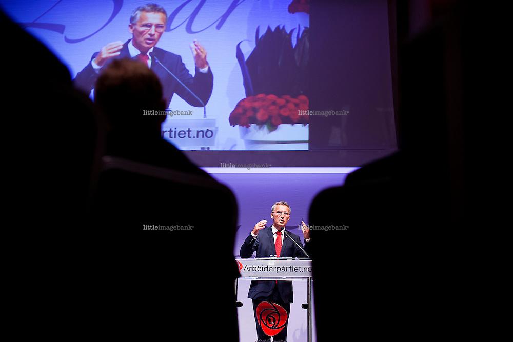 Oslo, Norge, 21.08.2012. Arbeiderpartiet (AP) feirer 125 år som parti i hovedsalen i Folkets hus. Foto: Christopher Olssøn.