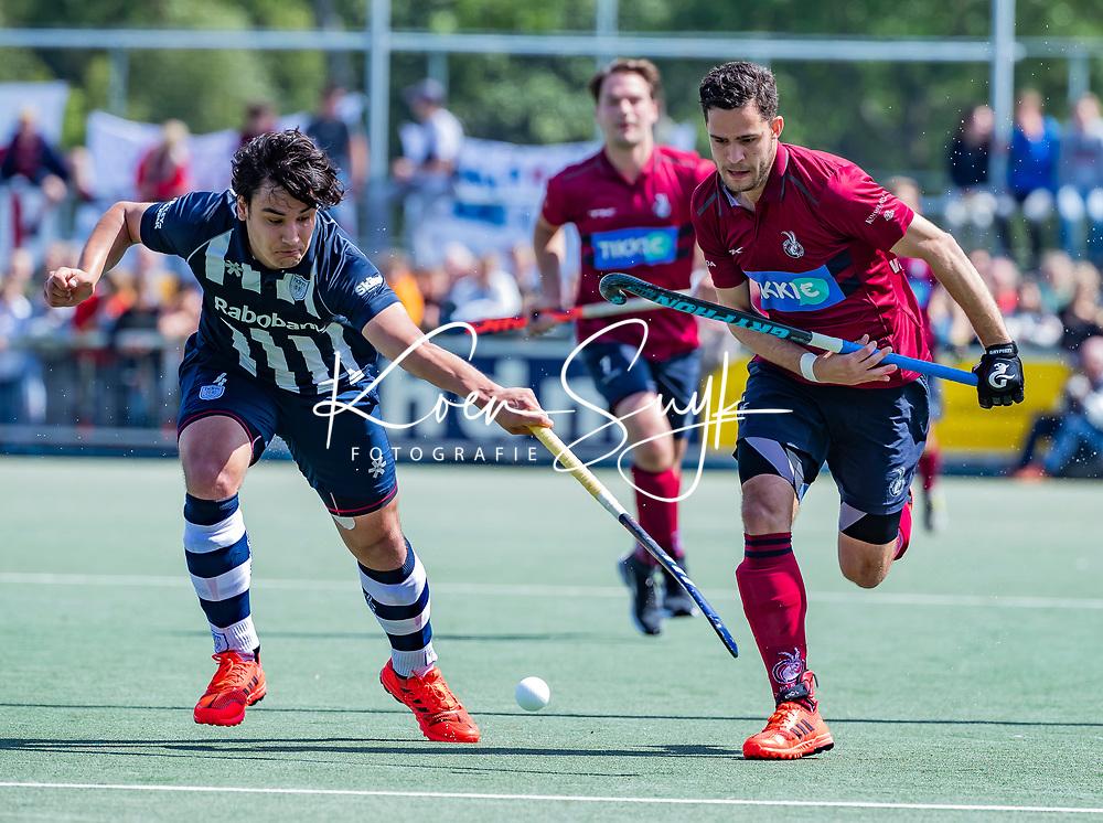 DEN HAAG -  Martijn van Grimbergen (HCKZ) met Roald Rietema (HDM)   tijdens  de eerste Play out wedstrijd hoofdklasse heren ,  HDM-HCKZ (1-2) . . COPYRIGHT KOEN SUYK