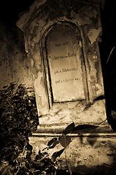09.10.2010, Friedhof Militaerakademie, Wiener Neustadt, AUT, Panorama, Freidhoffeature Allerheiligen Allerseelenfeatures, im Bild mystischer Grabstein aus dem Jahr 1852 leicht verfallen, EXPA Pictures 2010, PhotoCredit: EXPA/ S. Trimmel