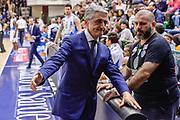 DESCRIZIONE : Sassari LegaBasket Serie A 2015-2016 Dinamo Banco di Sardegna Sassari - Giorgio Tesi Group Pistoia<br /> GIOCATORE : Marco Calvani<br /> CATEGORIA : Allenatore Coach Fair Play Before Pregame<br /> SQUADRA : Dinamo Banco di Sardegna Sassari<br /> EVENTO : LegaBasket Serie A 2015-2016<br /> GARA : Dinamo Banco di Sardegna Sassari - Giorgio Tesi Group Pistoia<br /> DATA : 27/12/2015<br /> SPORT : Pallacanestro<br /> AUTORE : Agenzia Ciamillo-Castoria/L.Canu