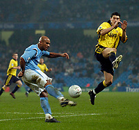 Photo: Jed Wee.<br /> Manchester City v Aston Villa. The FA Cup. 14/03/2006.<br /> <br /> Aston Villa's Gareth Barry (R) tries to charge down the clearance of Manchester City's Trevor Sinclair.