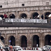 """""""Roma piange i fratelli di Parigi""""  per gli attentati terroristici"""