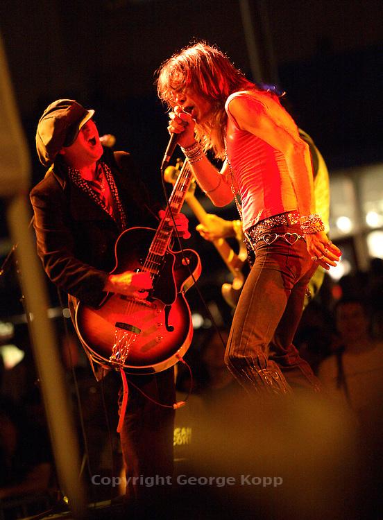 David Johansen & Sylvain Sylvain, New York Dolls at South St. Seaport, NYC 2006