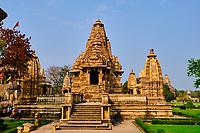 Inde, état du Madhya Pradesh, Khajuraho, site classé au Patrimoine Mondial de l'UNESCO, temple de Lakshmana, édifié entre 930 et 950 et dédié au dieu Vishnou // India, Madhya Pradesh state, Khajuraho, Unesco World Heritage, the Khajuraho Group of Monuments is a group of Hindu temples and Jain temples, Lakshmana temple, built between 930 and 950 and dedicated to the god Vishnu