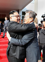 May 26, 2018 - Panmunjom, North Korea - South Korean President MOON JAE-IN (R) and top leader of the Democratic People's Republic of Korea (DPRK) KIM JONG UN hold their second summit at the DPRK side of the border village of Panmunjom. (Credit Image: © Blue House/Xinhua via ZUMA Wire)