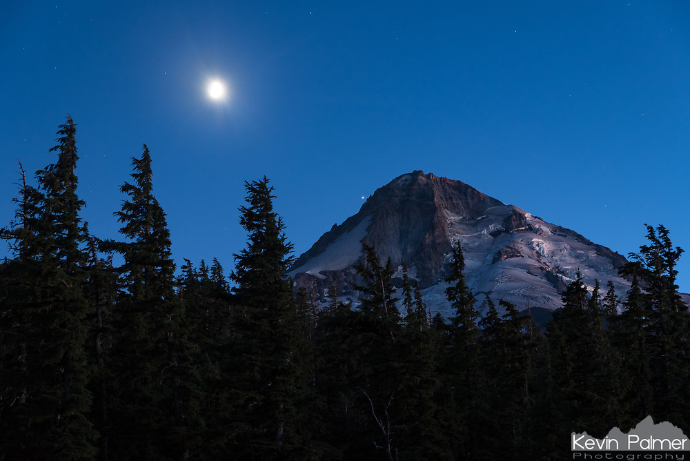 Cloud Cap Summit on the north side of Mount Hood was my last stop on my 10 day road trip through the Pacific Northwest. The skies up here at 6,000 feet were exceptionally clear. The thick smoke that had been present for my whole trip finally settled into the valleys. After sunset the moonlight looked amazing on the glaciers. Jupiter was nearly touching the top of the mountain.