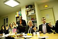 30032014. Montreuil. Soirée électorale du second tour des élections municipales 2014. Patrice Bessac (Front de gauche) remporte la mairie face à Jean-Pierre Bard (apparenté communiste) de quelques centaines de voix. Au QG de Jean-Pierre Brard en attente des résultats, le candidat perd l'élection.