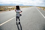 Genevieve Kowalik. In Battle Mountain (Nevada) wordt ieder jaar de World Human Powered Speed Challenge gehouden. Tijdens deze wedstrijd wordt geprobeerd zo hard mogelijk te fietsen op pure menskracht. Ze halen snelheden tot 133 km/h. De deelnemers bestaan zowel uit teams van universiteiten als uit hobbyisten. Met de gestroomlijnde fietsen willen ze laten zien wat mogelijk is met menskracht. De speciale ligfietsen kunnen gezien worden als de Formule 1 van het fietsen. De kennis die wordt opgedaan wordt ook gebruikt om duurzaam vervoer verder te ontwikkelen.<br /> <br /> Genevieve Kowalik. In Battle Mountain (Nevada) each year the World Human Powered Speed Challenge is held. During this race they try to ride on pure manpower as hard as possible. Speeds up to 133 km/h are reached. The participants consist of both teams from universities and from hobbyists. With the sleek bikes they want to show what is possible with human power. The special recumbent bicycles can be seen as the Formula 1 of the bicycle. The knowledge gained is also used to develop sustainable transport.