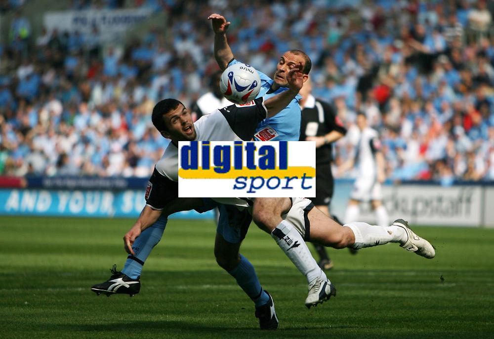 Photo: Rich Eaton.<br /> <br /> Coventry City v Preston North End. Coca Cola Championship. 14/04/2007. Callum Davidson left of Preston foils Coventrys Colin Camerons attempt on goal