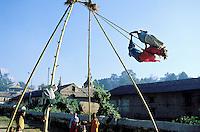 Nepal - Vallée de Kathmandu - Pashupatinath - Jeux de balançoire pour la fête de Dasain