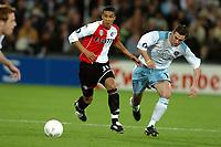 Fotball, 21. oktober 2004, Feyenoord - Heart of Midlothian , UEFA cup , Gianni Zuiverloon in duel met James McAllister<br /> Norway only