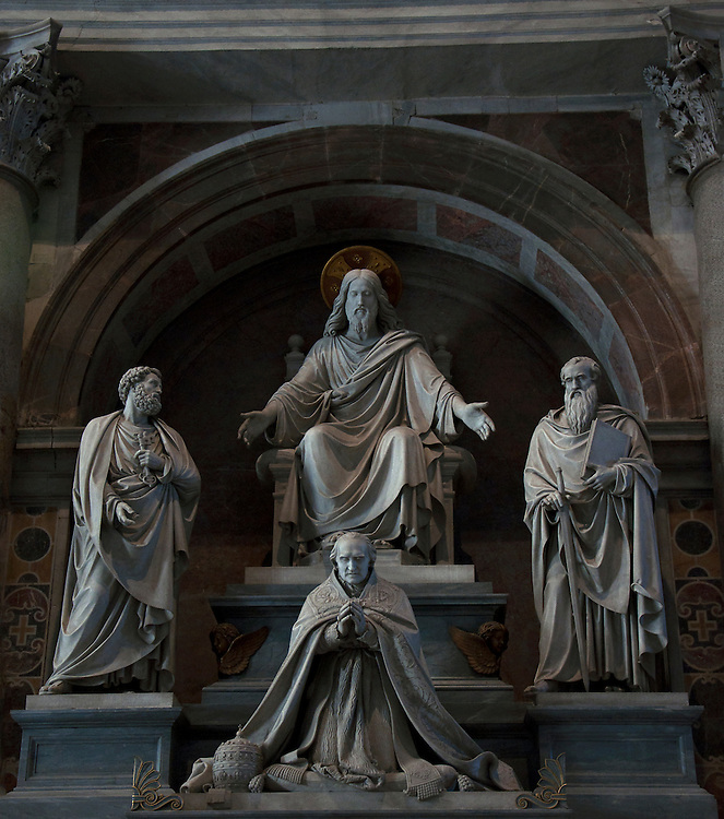 Four statues within St. Paul's Cathedral.