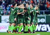 2:0 Jubel Werder v.l. Thomas Delaney, Milos Veljkovic, Torschuetze Ishak Belfodil, Niklas Moisander, Robert Bauer, Florian Kainz<br />Bremen, 16.12.2017, Fussball Bundesliga, SV Werder Bremen - 1. FSV Mainz 05<br /> Norway only