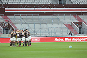 Fussball: 2. Bundesliga, FC St. Pauli - Fortuna Düsseldorf 0:3, Hamburg, 20.12.2020<br /> St. Pauli-Team vor dem Spiel, Motivationskreis<br /> © Torsten Helmke