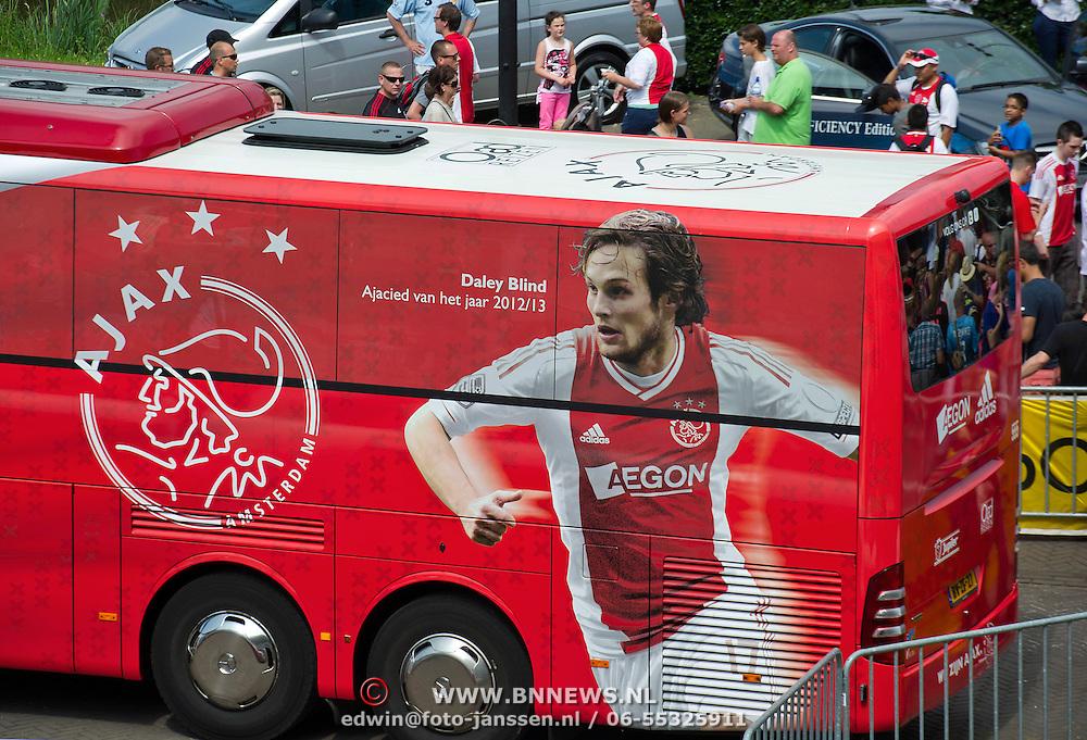 Amsterdam, 25-07-2013. Zo'n 20.000 fans waren naar de Amsterdam Arena gekomen voor de Open dag van Ajax. De spelers werden gepresenteerd  en trainden in de Arena.