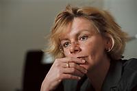 19 JAN 2001, BERLIN/GERMANY:<br /> Margareta Wolf, Parl. Staatssekretaerin beim Bundeswirtschaftsministerium, waehrend einem Interview, in ihrem Buero, Bundeswirtschaftsministerium<br /> IMAGE: 20010119-02/01-02<br /> KEYWORDS: Staatssekretärin, Büro