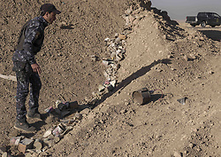 November 19, 2016 - Hammam Al-Alil, Nineveh Governorate, Iraq - A hidden bomb is found above the mass graves. More than 300 former Iraqi policemen were executed south of Mosul three weeks ago. (Credit Image: © Berci Feher via ZUMA Wire)